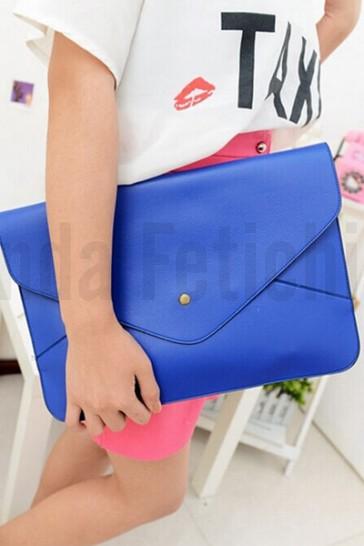 Bolso sobre azul