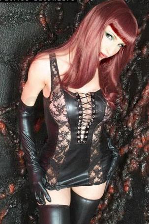Vestido vinilo y encaje