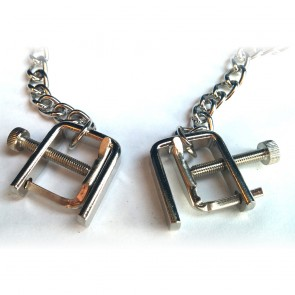 Pinzas para los pezones con cadena